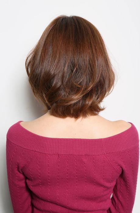 暗髪ゆるめふんわりパーマで好感度の高いミディアム写真