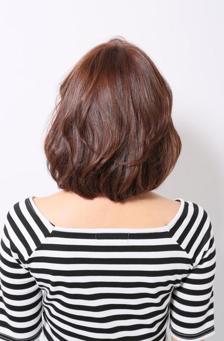 ローズベージュカラーが可愛い降ろし流しの前髪で大人可愛い写真