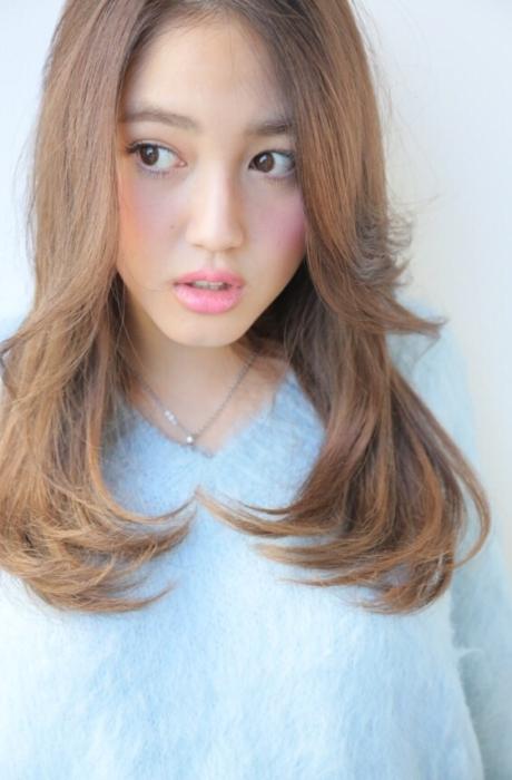 安室奈美恵さん風ヌーディアッシュカラーのセンターパートヘルシーナチュラルロング写真