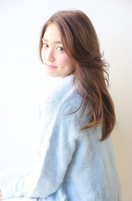 安室奈美恵さん風ヌーディアッシュカラーのセンターパートヘルシーナチュラルロング