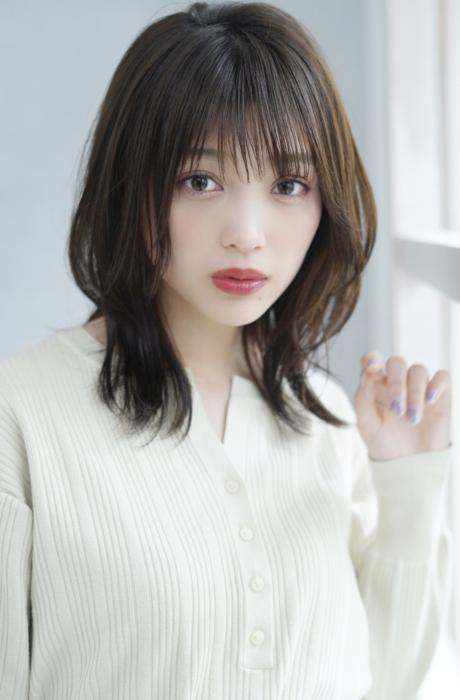 小顔カットミディアム前髪と顔まわりの外ハネ透明感カラーで☆